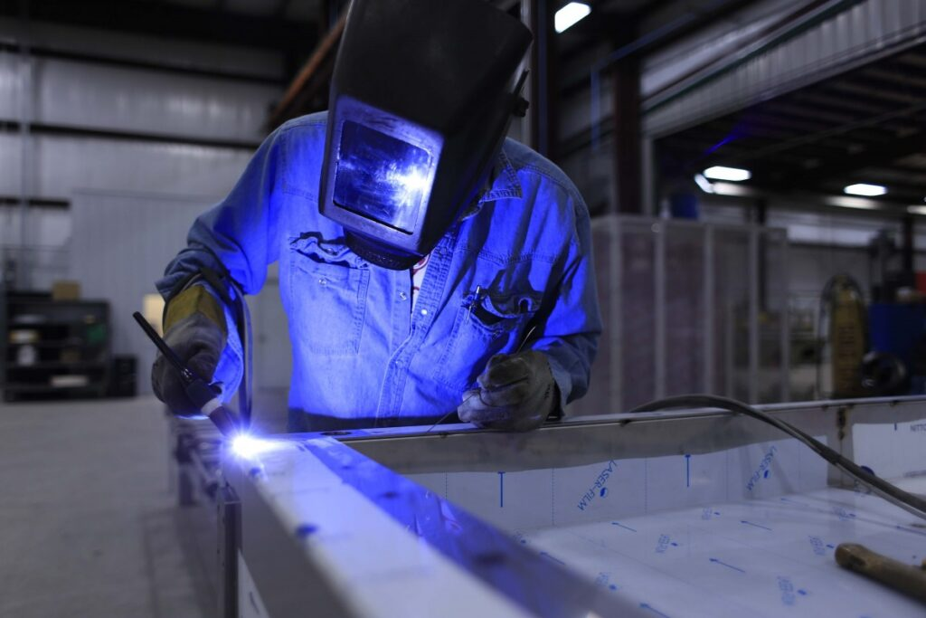 welder_welding_industry_industrial_manufacturing_mask_metal_worker-897748